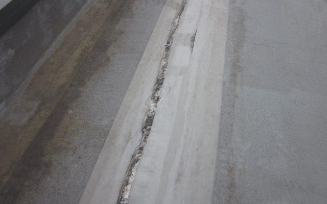 雨漏れの原因 防水シート破れ