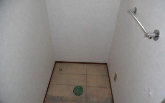 トイレ壁クロス貼替え