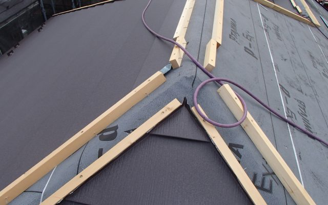 屋根カバー工法②