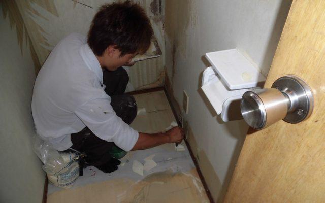 トイレ壁補修