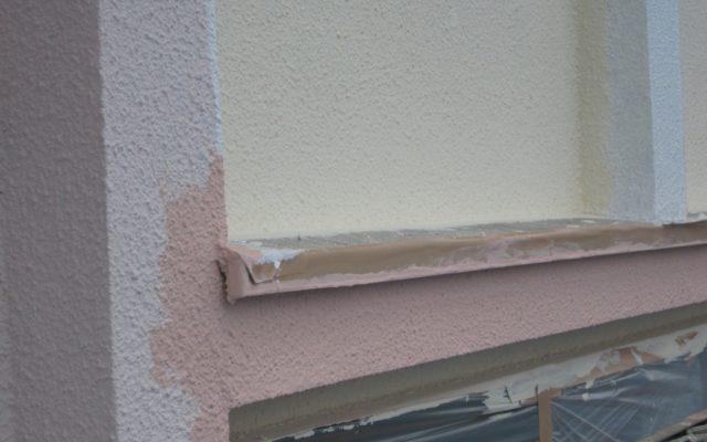 外壁と部分下塗り、中塗り