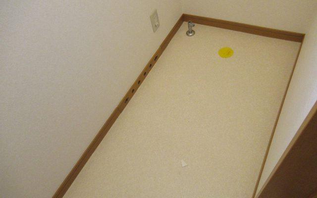 トイレ撤去及び床貼り