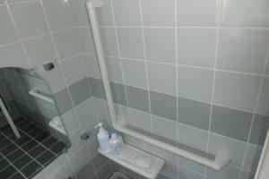 浴室手すり施工後